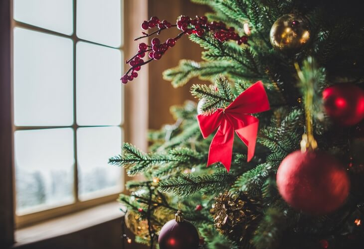 3 easy ways to deck the halls on a budget